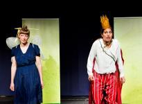 Teater giljotin visar bilder av gud